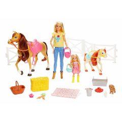 Set de joaca Barbie Manej, cu 2 Papusi, 2 caluti si accesorii