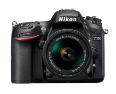 Nikon D7200 cu Obiectiv 18-55mm AF-P VR +BONUS: Geanta NIKON